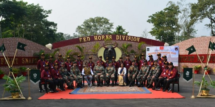 The Red Horns Division of the Indian Army before flagging off the National Integration Tour for 20 students of Baksa and Nalbari districts of Assam on Sunday. Photo: Northeast Now