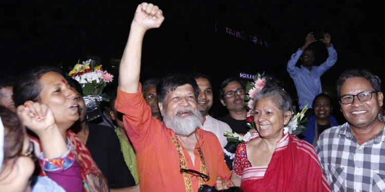 Internationally acclaimed photographer Shahidul Alam walks out of jail on Tuesday. Image credit: The Daily Star