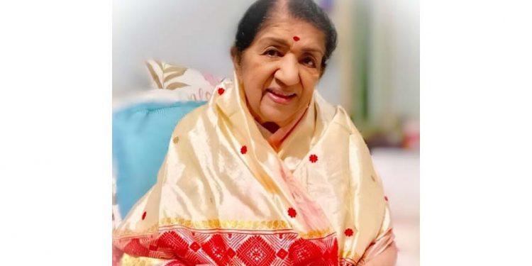 Assam: Singer Lata Mangeshkar extends X-Mas greetings wearing Mekhela Chador 1