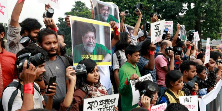 Journalists staging protest in Dhaka, Image credit: Wetinhappen.com.ng