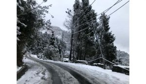 Mercury dips after heavy snowfall in parts of Sikkim 3