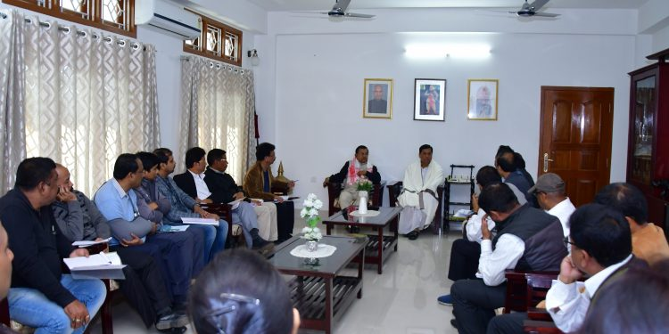 Assam Chief Minister, Sarbananda Sonowal in a meeting with officials at his residence in Dibrugarh. Image: Northeast Now