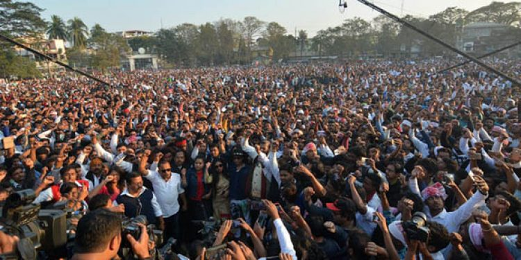 Thousands of people attend the 'Bajra Ninad' (thunder of protest) organised by 30 indigenous organizations and AASU in Guwahati on Wednesday. Image credit: UB Photos