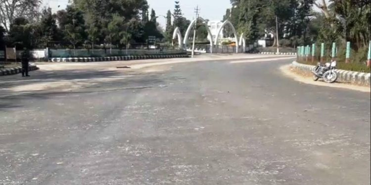 Roads wear deserted look in Tripura during bandh.