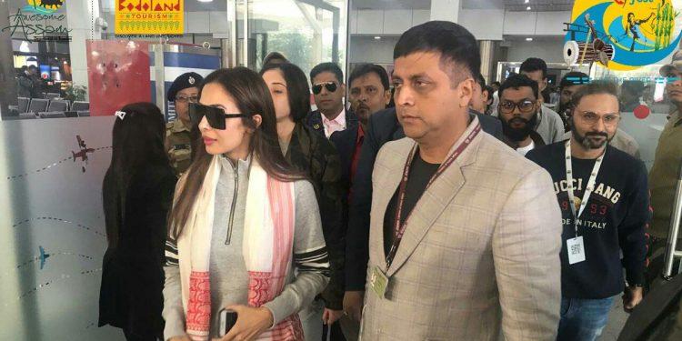 Malaika Arora lands at LGBI Airport to attend Dwijing festival