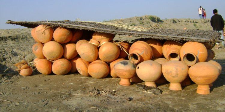 Earthen pots, Tekelis, made at Salmora in Majuli, Assam. Image: Northeast Now.