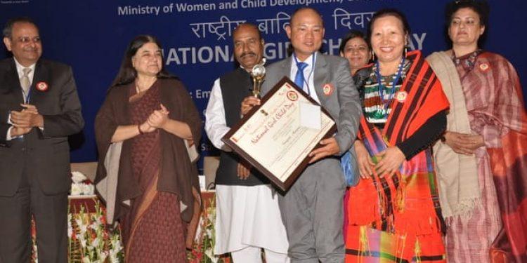senapati DC somorjit slam recieving award