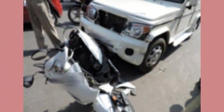 Scooty-Bolero car mishap