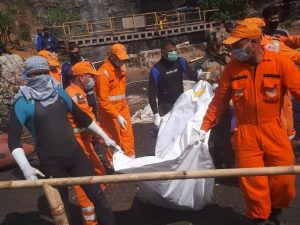 Meghalaya mine tragedy: Second body pulled out of coal pit 2
