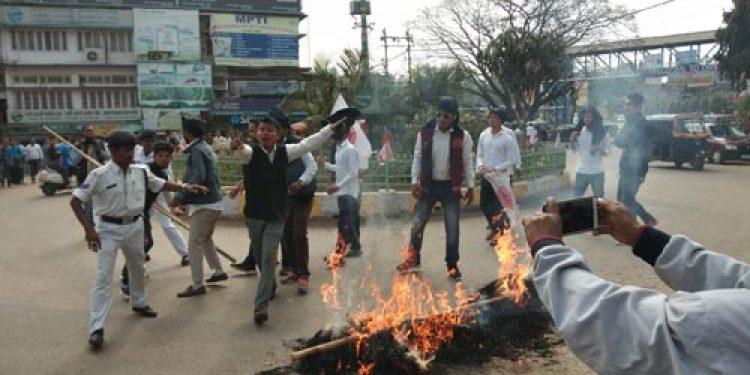 KADSU-AASU protest against CAB in Karbi Anglong; Assam bandh evokes no response