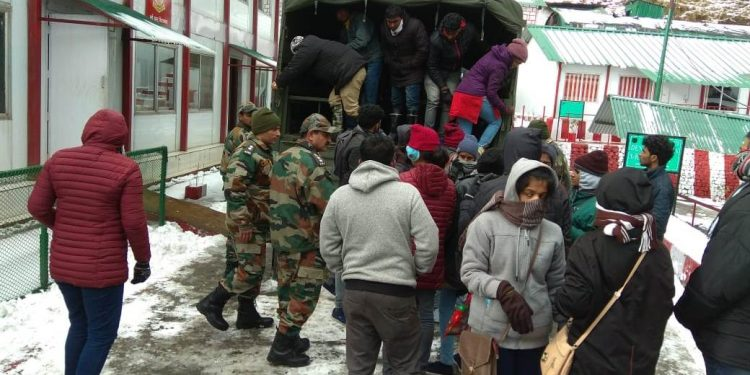 Stranded tourists being rescued by Army personnel in Changgu.