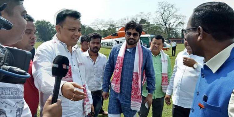 Babul Supriyo (right) campaigns for BJP candidate Rameshwar Teli (left) in Tinsukia Image Credit: Northeast Now