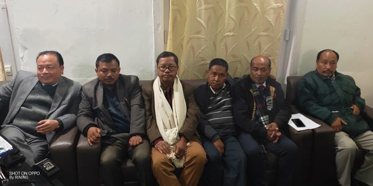 Teiñwell Dkhar (extreme right).