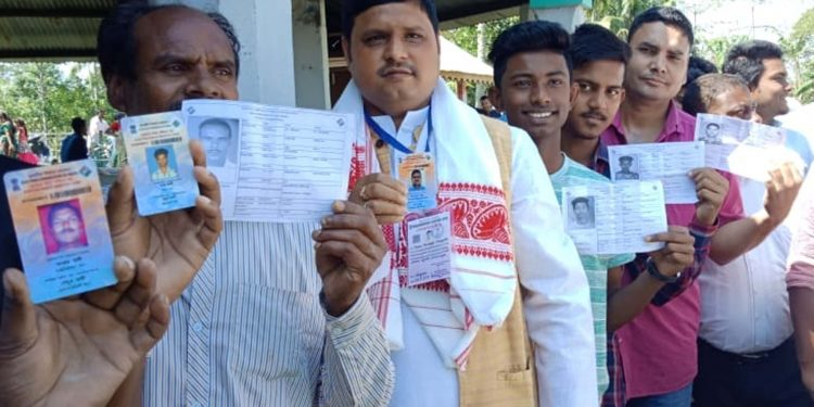 11-04-19 Kaliabor- Moni Madhab Mahanta casting vote (2)