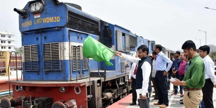 CEO, Assam Mukesh Sahu flagging off the Kamakhya-Gandhidham Express at Kamahya Railway Station, Guwahati today (3rd April, 19) at 11 AM