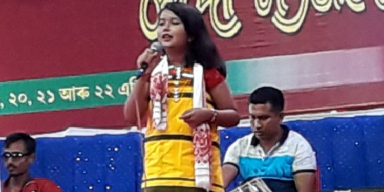 Child artiste Anwesha is seen rendering her song on Saturday evening