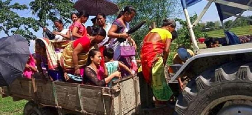 LS polls: Majuli residents travel across river to vote 3