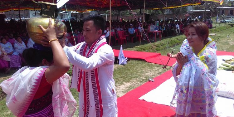 kaiku accompanied by his better half welcoming his supporters during the flag hoisting function at thangmeiband in imphal on friday