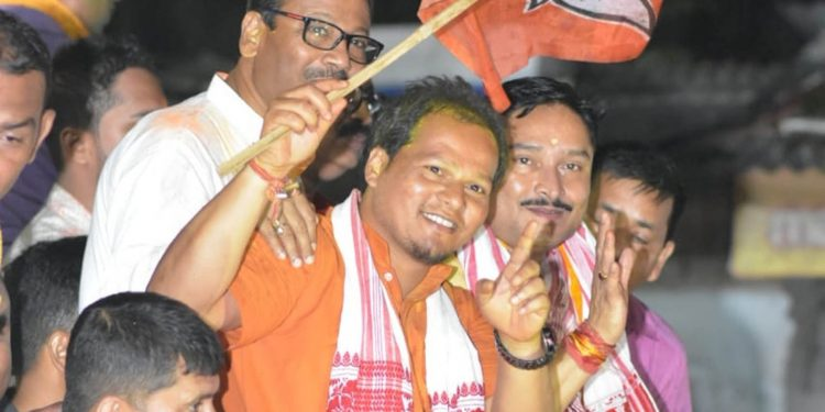 BJP candidate Dilip Saikia with jubilant party supporters in Mangaldoi on Friday. Image credit:  UB Photos