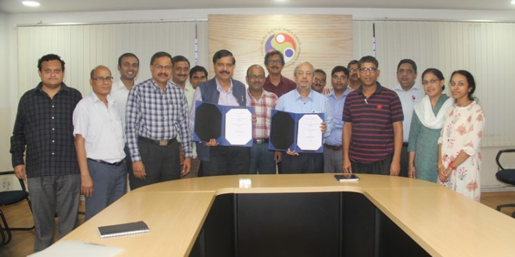 ISRO officials along with IIT-G director Gautam Biswas and faculty members of the institute.