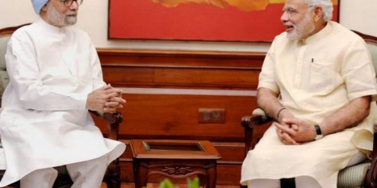 Former PM Manmohan Singh with PM Narendra Modi. Image credit: Hindu