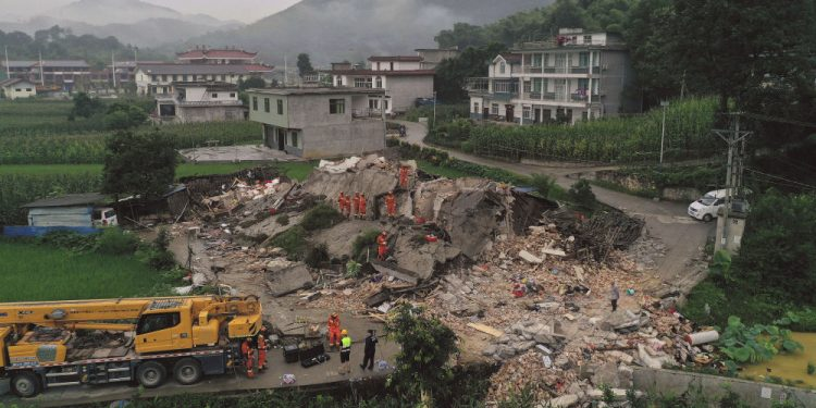31 injured in earthquake in China 1