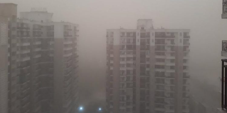 """Delhi dust storm """"happy"""" for air passengers from northeast on Wednesday 1"""