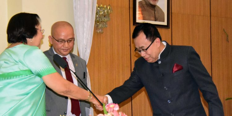 Gov,Swearing-in Ceremony of the Chairperson &Members of the Manipur Lokayukta at Raj Bhavan on 19.6.19 (33)