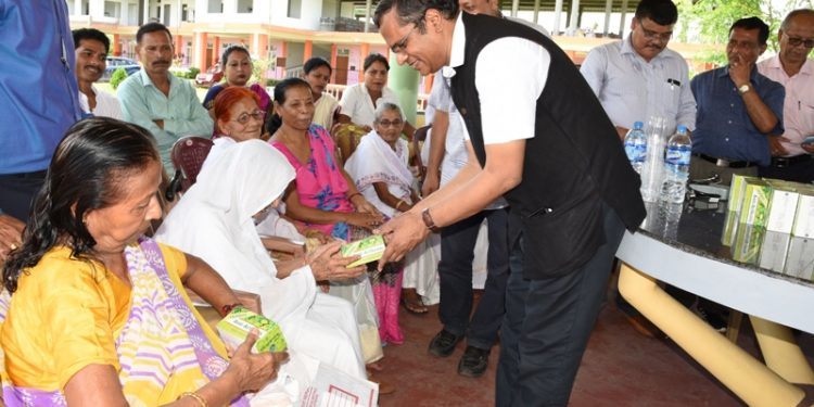 CSIR-NEIST director interacted with the inmates of the old age home and distributed herbal Anti-Arthritis to them as well as villagers.