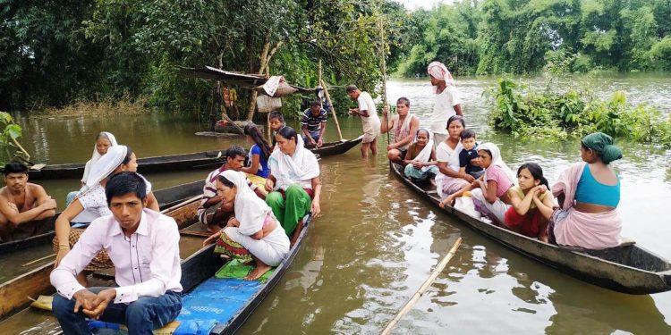 People leaving flood affected Silikhaguri under Narayanpur revenue circle in  Lakhimpur. Image credit - Northeast Now
