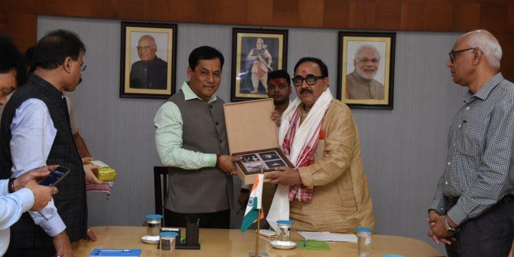Assam CM Sarbananda Sonowal with union minister Mahendra Nath Pandey