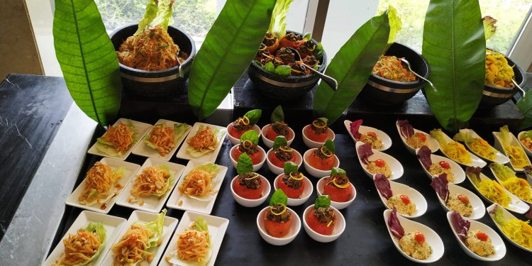 The Sunday Brunch at Seven Restaurant of the hotel mesmerized the mango lovers by lining up several dishes themed on mangoes.