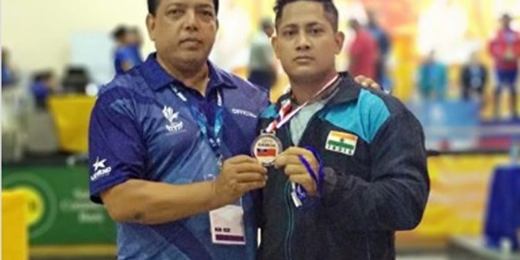 Pipul Changma (right) after winning silver medal at Commonwealth Weightlifting Championships in Apia. Image credit - Facebook