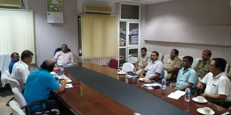 Assam forest minister during an emergent meeting with beat officers of Guwahati and Sonapur forest ranges in presence head of forest AM Singh on Tuesday. Image credit - Twitter