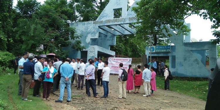 Assam University Diphu Campus Students' Union (AUDCSU) stages protest in front of the university gate on Monday. Image credit - Northeast Now