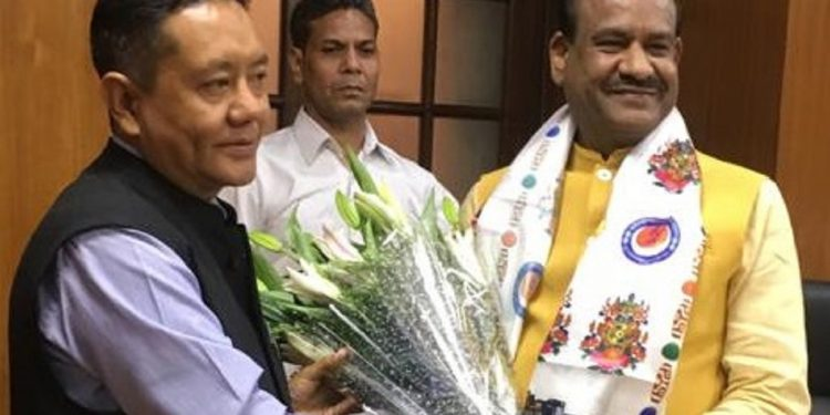 Arunachal Pradesh Legislative Assembly Speaker Pasang Dorjee Sona (left) with Lok Sabha Speaker Om Birla. Image: Northeast Now