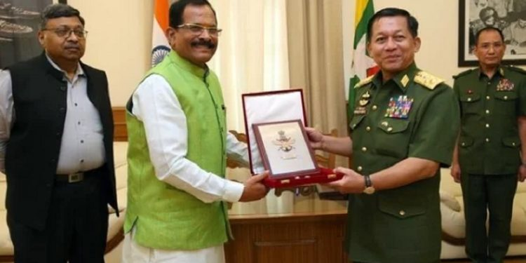 Union minister of state for defence Shripad Naik with commander-in-chief of the Burmese Army 'Tatmadaw' senior general Min Aung Hlaing. Handout image