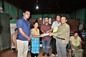 representatives of manipur journalists bodies handing over monetary help to bereaved family