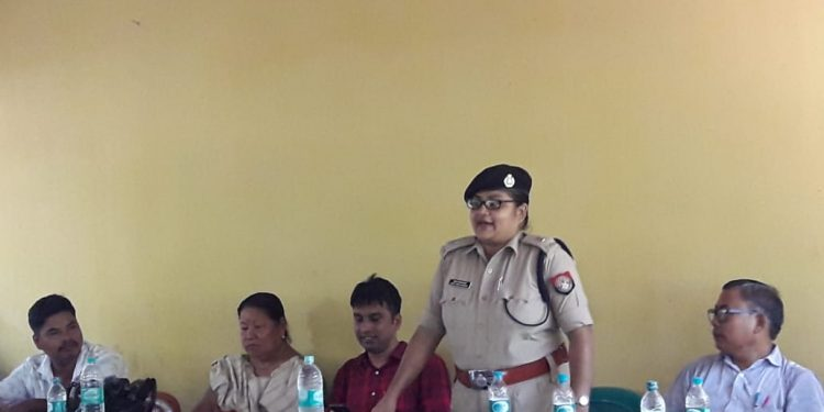 Kokrajhar Additional Superintendent of Police Rosy Rani Sarmah speaking at the awareness meeting against witch-hunting. Image: Northeast Now