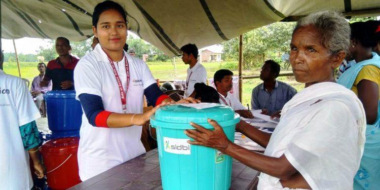 Aide et Action distributes hygiene kit to a flood victim in Lakhimpur. Image: Northeast Now