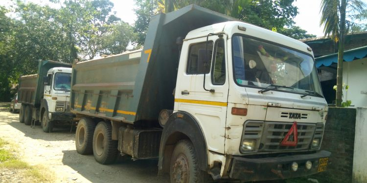 Intercepted vehicles at Lekhapani