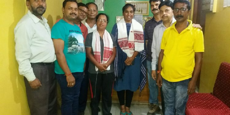 Members of Baibsai Ganpati Udayapan Samitee honouring cyclist Jyothi Rongalo and Momina Wasim in Hojai. Image: Northeast Now