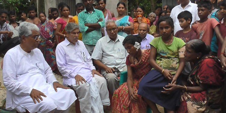 Former Tripura CM Manik Sarkar meets slain CPI (M) worker's family on Tuesday.