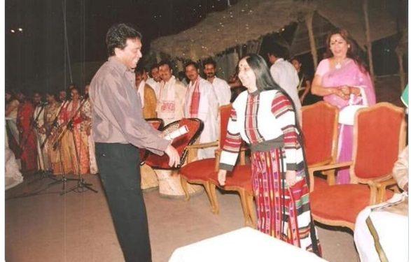 Sushma Swaraj in traditional Mizo attire with actor Biju Phukan (File image)