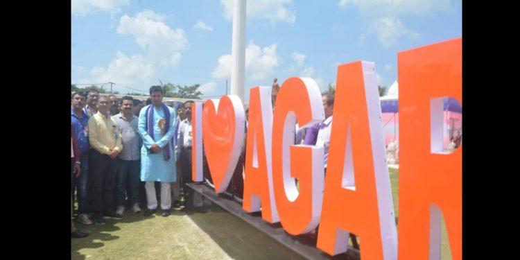 Tripura CM Biplab Kumar Deb after inaugurating selfie points in Agartala. Image: Northeast Now