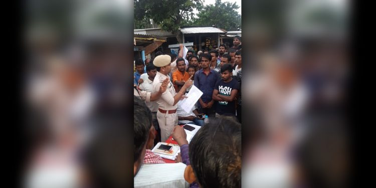 Hailakandi police awaring people on cleanliness. Image: Northeast Now