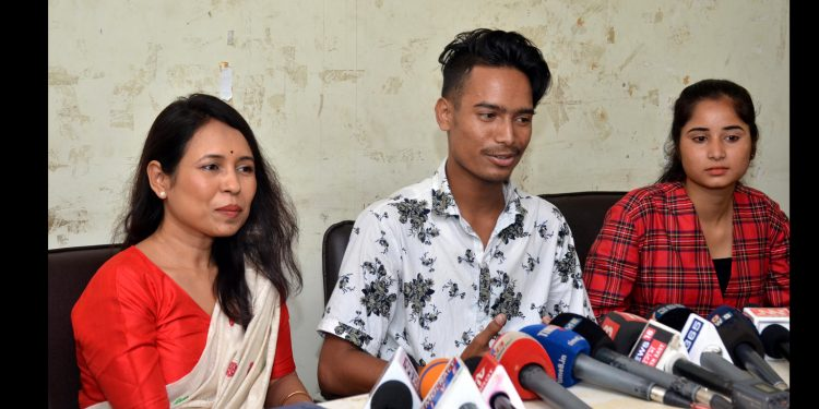 Rima Das (Left) with star cast of Bulbul Can Sing addressing the media in Guwahati