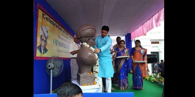 Tripura CM Biplab Kumar Deb taking part in engineers day programme. Image: Northeast Now