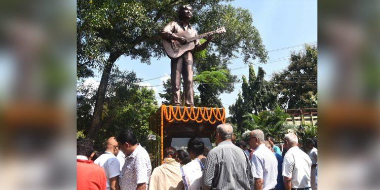 Manisha Hazarika along with music lovers offering floral tributes at the statue of legendary Assamese singer Jayanta Hazarika. Image credit: UB Photos