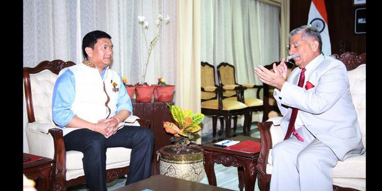 Arunachal CM Pema Khandu in conversation with Governor BD Mishra. Image: Northeast Now